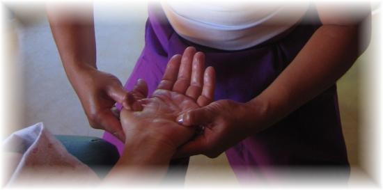 etirement et malaxage des mains